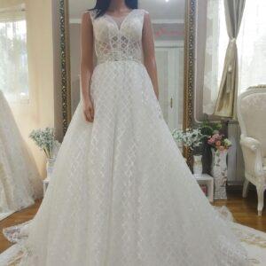 Csillámló vállpántos törtfehér menyasszonyi ruha