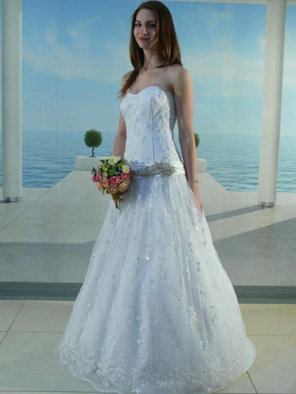 Karcsúsított, A-vonalú csipke esküvői ruha