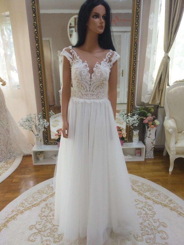 tort-feher-a-vonalu-tull-menyasszonyi-ruha
