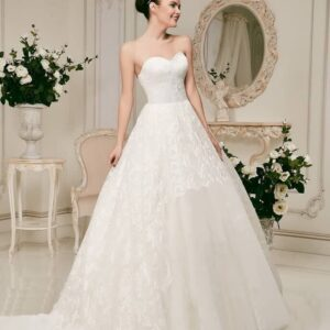 Csipke és tüll esküvői ruha