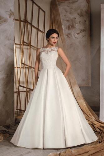 A-vonalú, zárt menyasszonyi ruha zsebbel