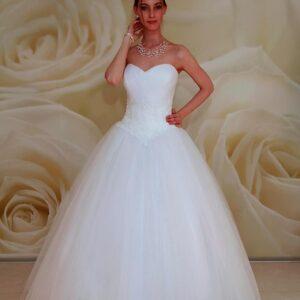 Csipke díszítésű, A-vonalú tüll menyasszonyi ruha