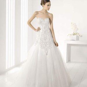 Félsellő, karcsúsított, kristály díszítésű menyasszonyi ruha