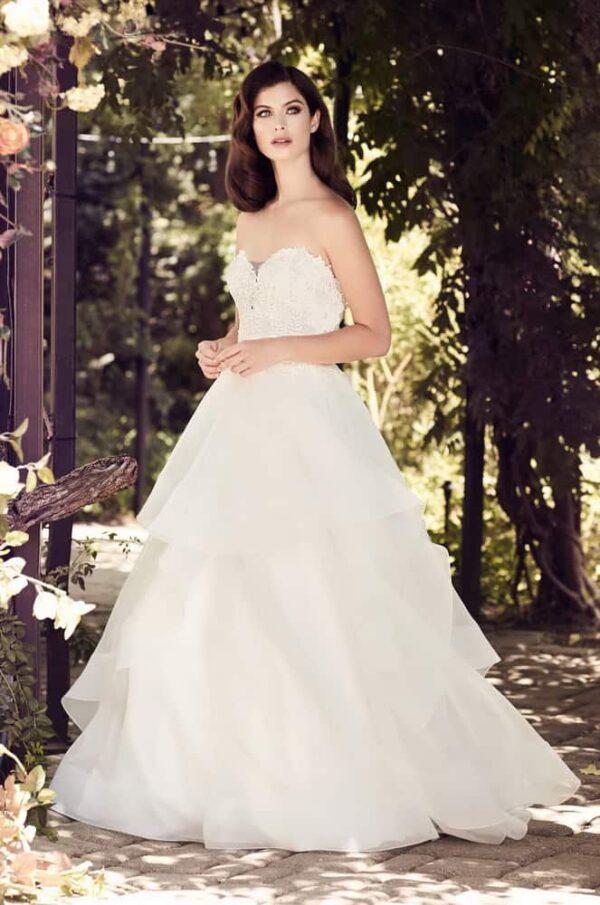 Vízhullámos, fodros, pánt nélküli tüll esküvői ruha