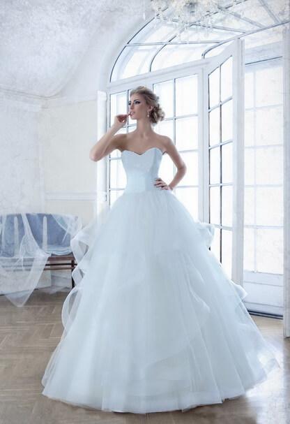 fodros-tull-menyasszonyi-ruha