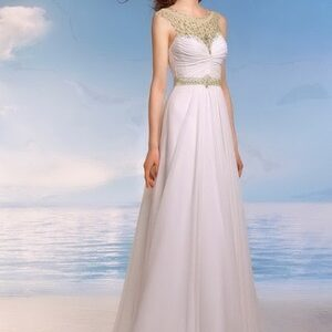 Chiffon esküvői ruha, kristály díszítéssel, tengerpartra