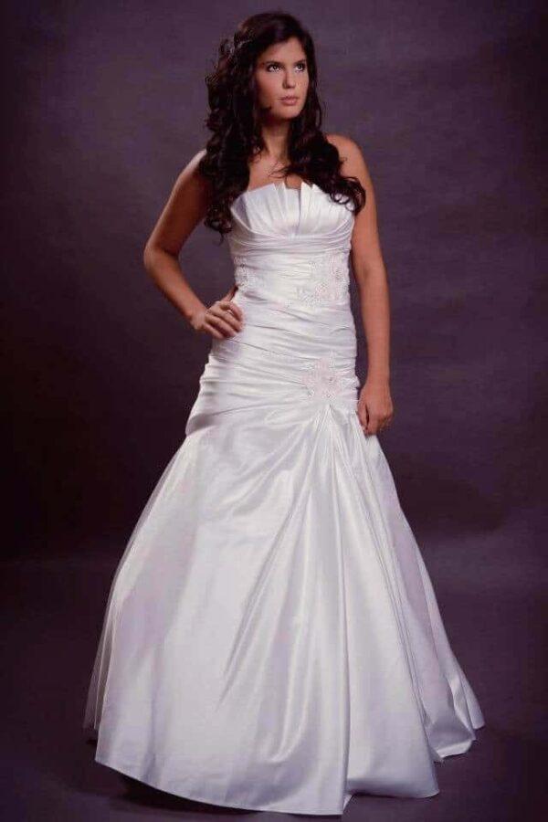 Szatén, karcsúsított, sellő esküvői ruha