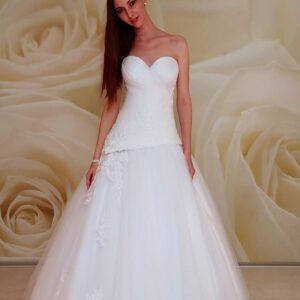 Karcsúsított, organza és tüll, A-vonalú menyasszonyi ruha, csipke díszítéssel