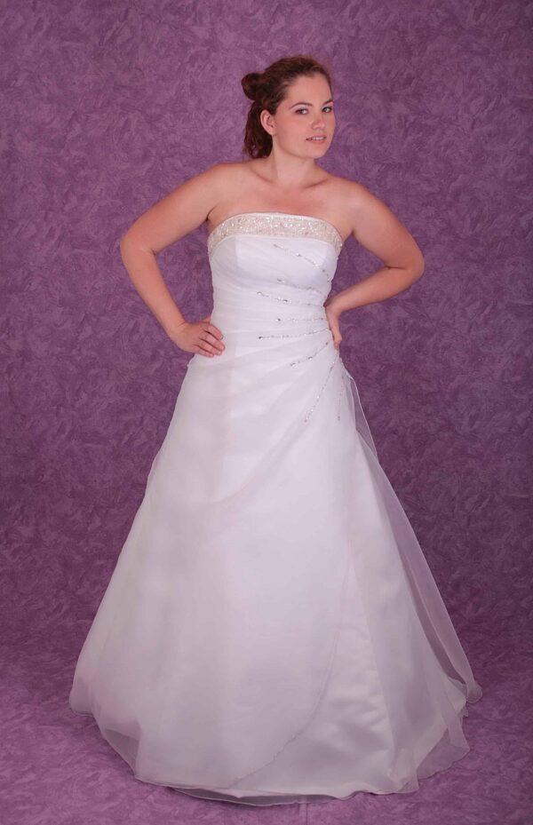 Karcsúsított, A-vonalú organza esküvői ruha