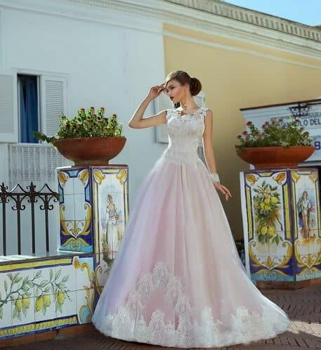 Zárt, csipke és tüll, púder esküvői ruha