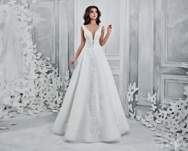 Mélyen dekoltált, A-vonalú esküvői ruha