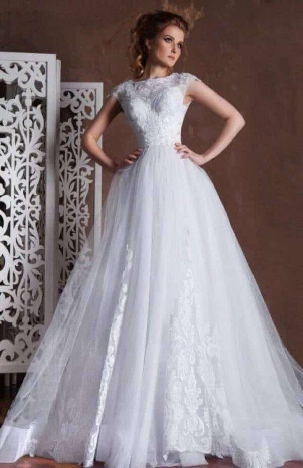 Zárt csipke és tüll menyasszonyi ruha, fehér színben