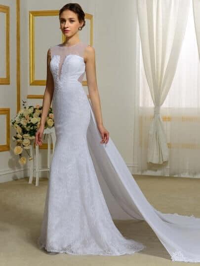 Zárt, egyenes fazonú, csillogó esküvői ruha