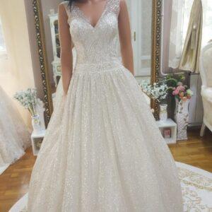 Csillámló, ekrü vállpántos menyasszonyi ruha