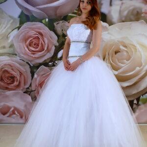 Selyemszatén díszítésű, kristályos tüll szalagavató ruha