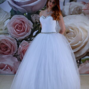 Kristályos díszítésű szalagavató ruha, báli ruha