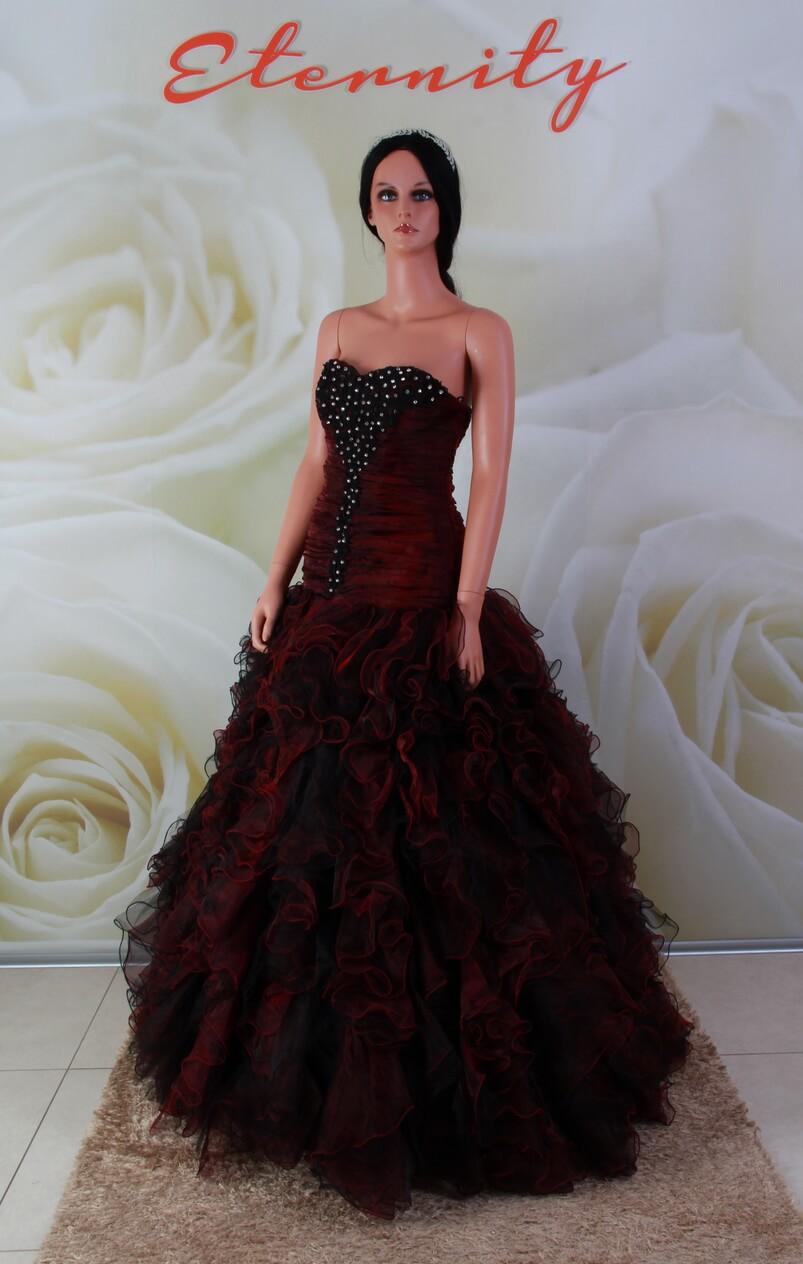 Bordó fodros alkalmi ruha fekete díszítéssel és kristályokkal b06b4139bc
