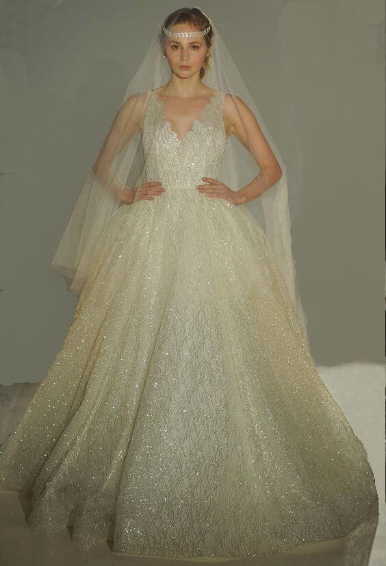 Csillámos, csillogó, a-vonalú tüll esküvői ruha, ekrü színben