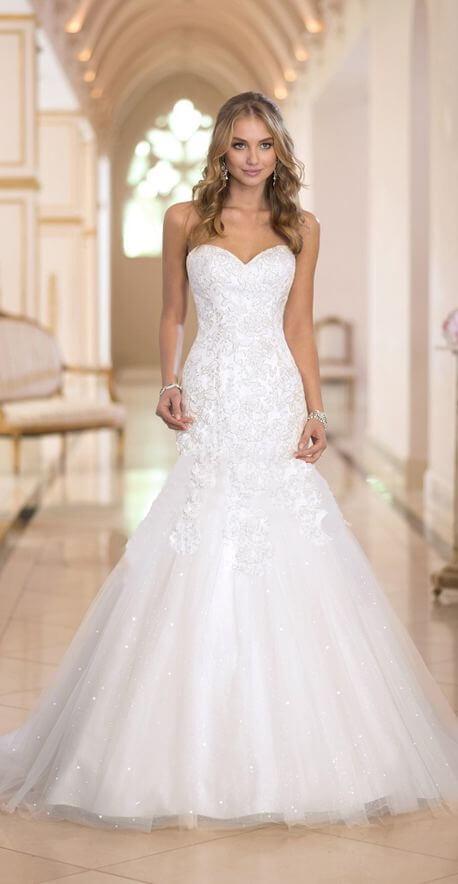 Félsellő fazonú, szív dekoltázsú, csipke és tüll esküvői ruha