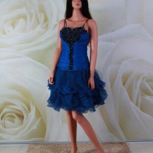 Kék, fodros alkalmi ruha fekete csipke díszítéssel, és kristályokkal