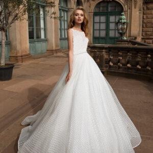 Kockás mintázatú tüll, zárt esküvői ruha