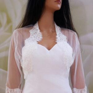 Tört fehér, háromnegyedes ujjú menyasszonyi boleró csipke díszítéssel