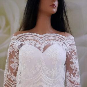 Tört fehér, elöl zárt, hátul gombos menyasszonyi boleró