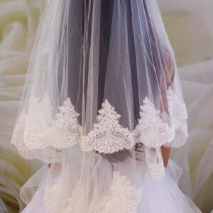 Ekrü csipkés menyasszonyi fátyol