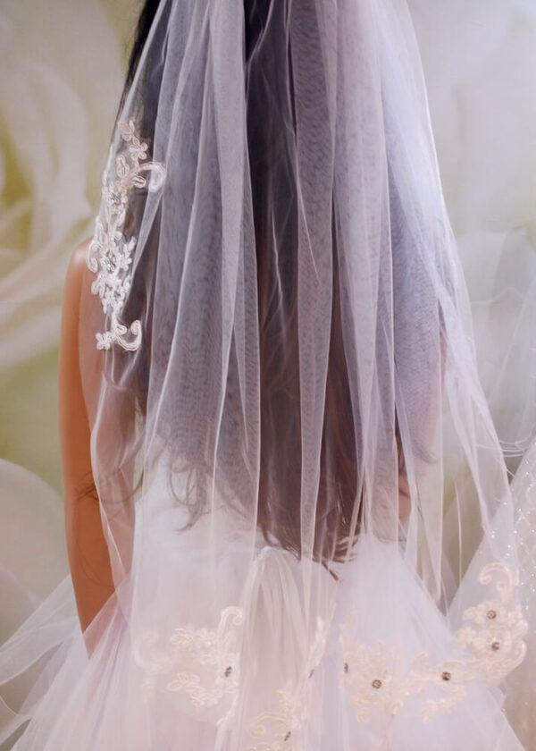 Tört fehér 1 rétegű csipke rátétes menyasszonyi fátyol
