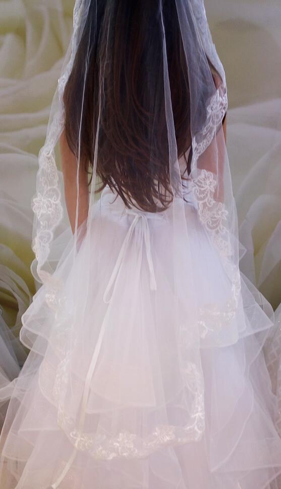 Fehér 1,5 méteres csipke szélű menyasszonyi fátyol