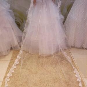 Hosszú csipke szélű menyasszonyi fátyol