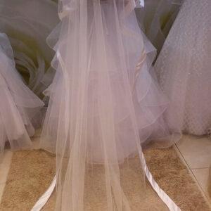 Hosszú, selyemszatén szélű menyasszonyi fátyol