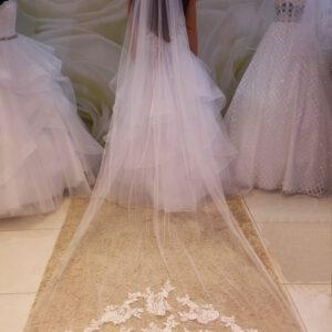 Tört fehér csipke díszítésű menyasszonyi fátyol