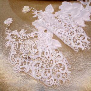 Tört fehér csipke menyasszonyi kesztyű