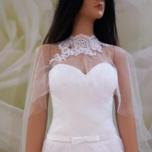 Fehér, zárt nyakú menyasszonyi pelerin