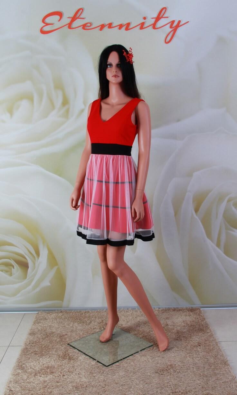 54f4412b33 Bianca. Piros, vállpántos fekete és fehér díszítésű alkalmi ruha ...