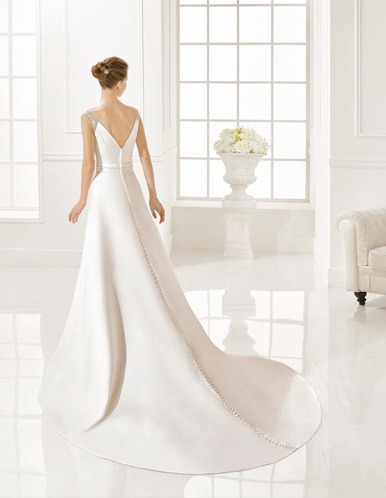 Ekrü, düsszesz egyenes menyasszonyi ruha