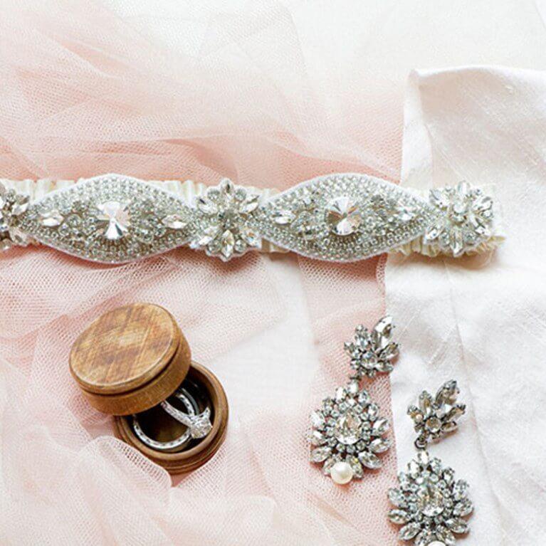 Abroncs, fátyol, kesztyű, tiara, ékszer, hajdísz