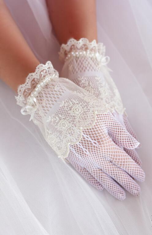 Csipke, tüll, szatén menyasszonyi kesztyűk