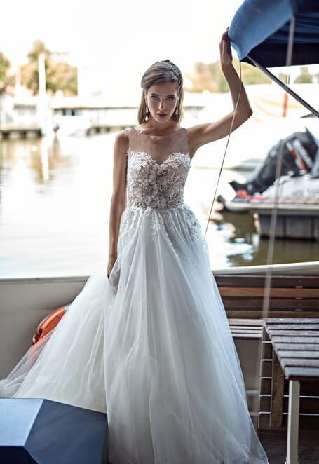Illuzió tüllös virágos menyasszonyi ruha