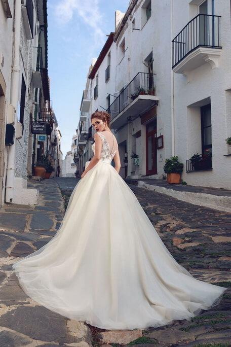 Zárt, A-vonalú tört fehér menyasszonyi ruha-2
