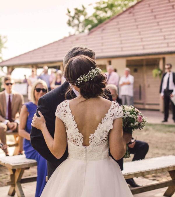 Tört fehér, csipke menyasszonyi ruha