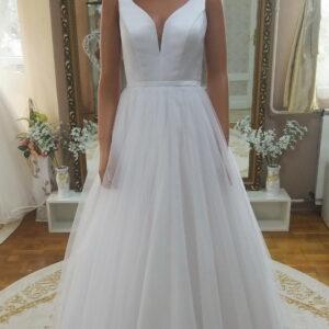 Szatén és tüll menyasszonyi ruha