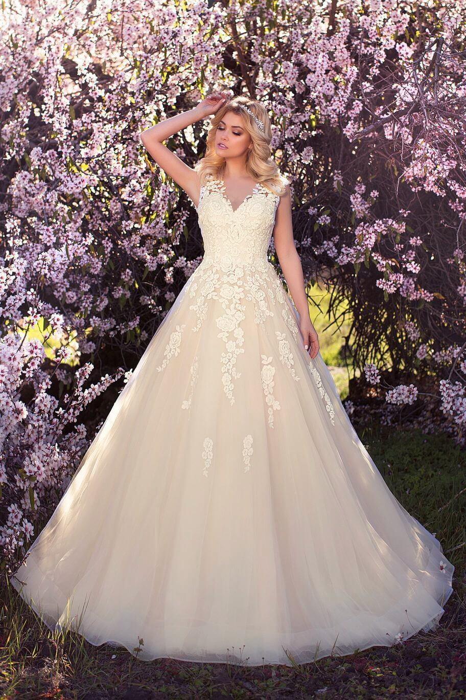 fc04dba90d Ekrü, illúzió tüllös csipke vállpántos esküvői ruha