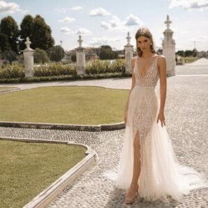 Áttetsző vállpántos, karamell menyasszonyi ruha