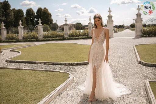 d7cf282222 Áttetsző vállpántos, karamell menyasszonyi ruha