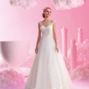Vállpántos csipke és tüll menyasszonyi ruha