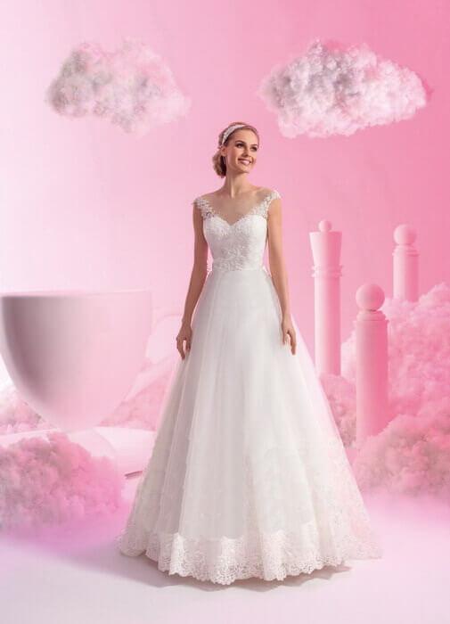 2fef7e64bb Vállpántos csipke és tüll menyasszonyi ruha