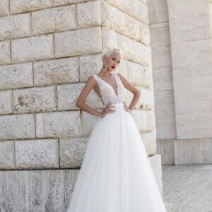 Fehér, áttetsző lágy esésű tüll menyasszonyi ruha 1