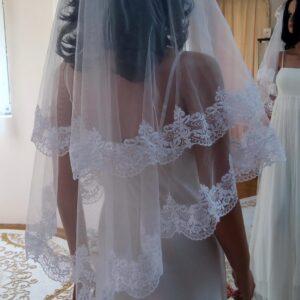 Fehér csipke szegős tüll menyasszonyi fátyol